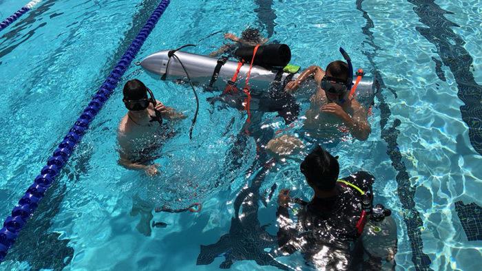 Cận cảnh tàu ngầm của Elon Musk trên đường đến giải cứu đội bóng Thái Lan