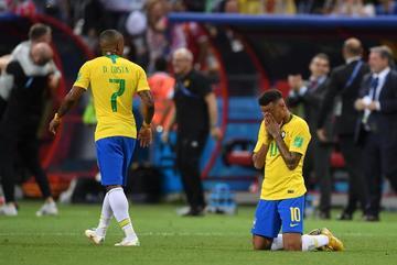 """Báo chí Brazil tấn công Neymar: """"Đừng nghĩ mình là Pele"""""""