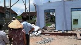 Dỡ nhà, sập tường đè chết 2 người