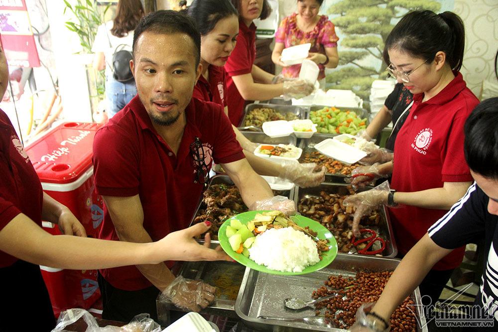 tiệm cơm từ thiện,từ thiện,Hà Nội,tiệm cơm 2000 đồng