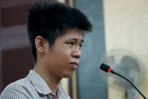 Bị cáo bình thản nghe tòa tuyên án