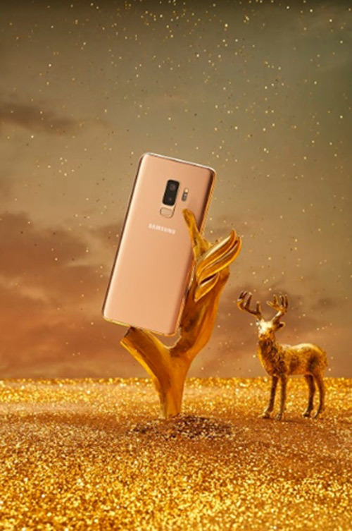 Galaxy S9+ Hoàng Kim 'cân' độ sang cùng phụ kiện đắt giá