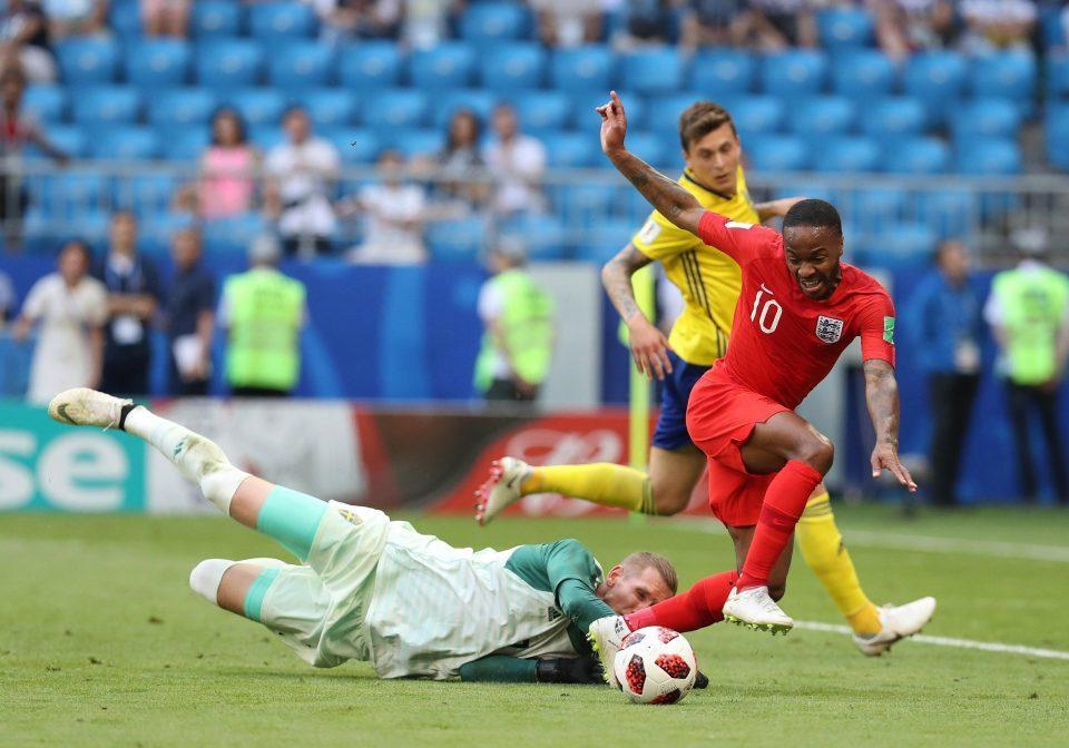 Beckham bênh 'kẻ ăn hại' Sterling giữa bão chỉ trích
