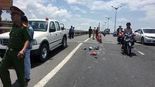Chạy xe máy về quê, 2 mẹ con bị xe tải tông chết thảm