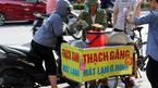 Gánh hàng rong vỉa hè thời online: Bán 300 cốc chè/ngày