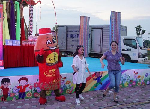 Tự Long cùng Dr Thanh 'giải nhiệt' ngày hè Hà Nội
