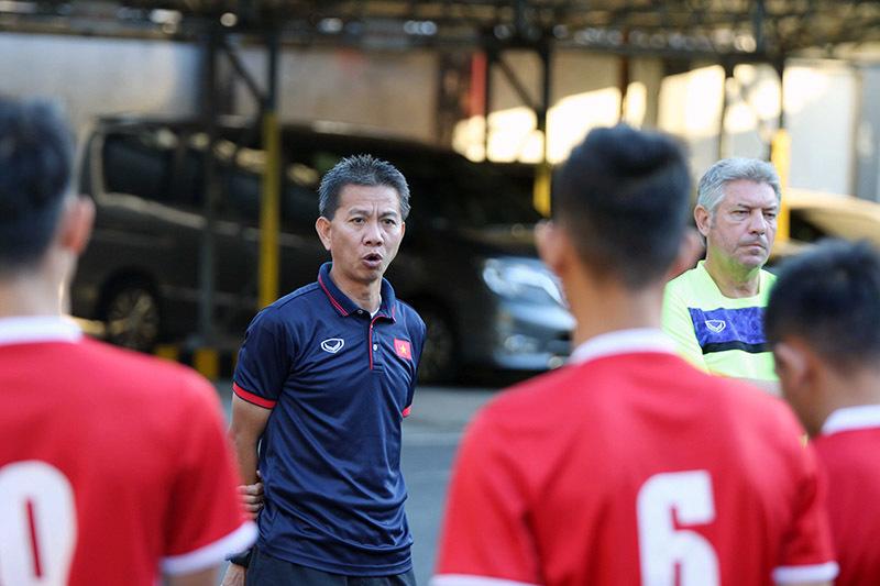 Bị loại sớm, U19 Việt Nam chưa có vé máy bay về nước