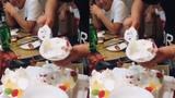 Cách cắt bánh sinh nhật bá đạo nhất hệ mặt trời