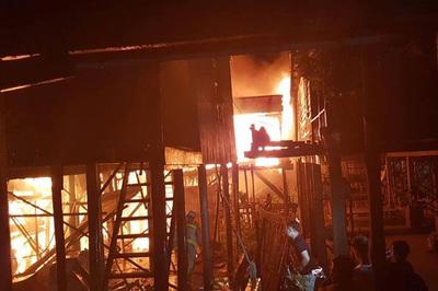 Hỏa hoạn thiêu rụi nhà cửa hơn 60 gia đình người Campuchia gốc Việt