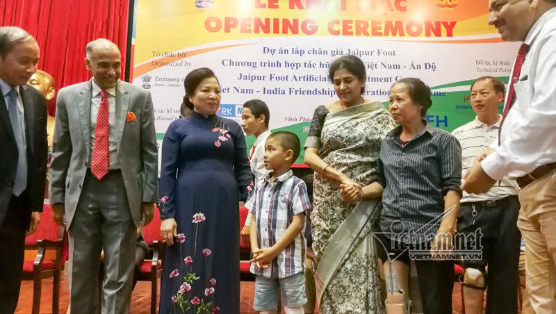 Ấn Độ giúp hơn 500 người khuyết tật tại VN lắp chân giả miễn phí