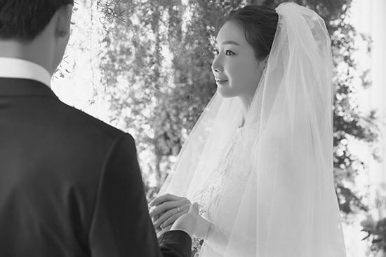 Sự thật về chồng kém 9 tuổi của 'Nữ hoàng khóc' Choi Ji Woo