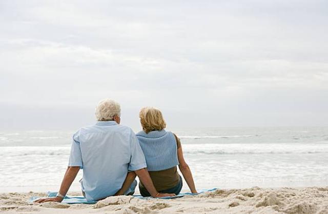 3 năm lừa dối chồng, cặp có bạn trai 61 tuổi