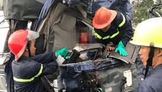 3 ô tô đâm nhau nát đầu, tài xế kẹt cứng, 1 người chết tại chỗ