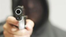 Giải quyết chuyện tình cảm bằng...súng ở Sài Gòn, 3 người nhập viện