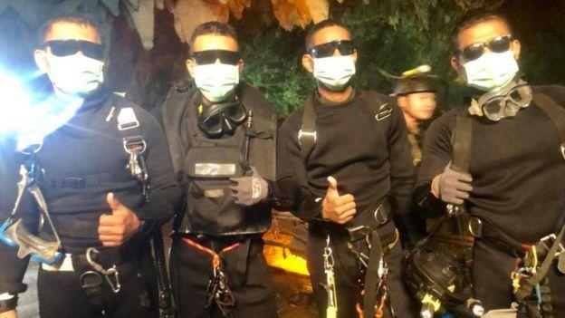Những người hùng giải cứu đội bóng Thái