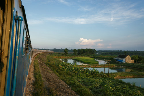 Amazing Rail Tour: ngắm đường biển đẹp nhất VN trên tàu hỏa