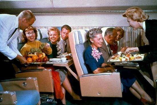 Đồ ăn trên máy bay 60 năm về trước sang chảnh như nhà hàng 5 sao