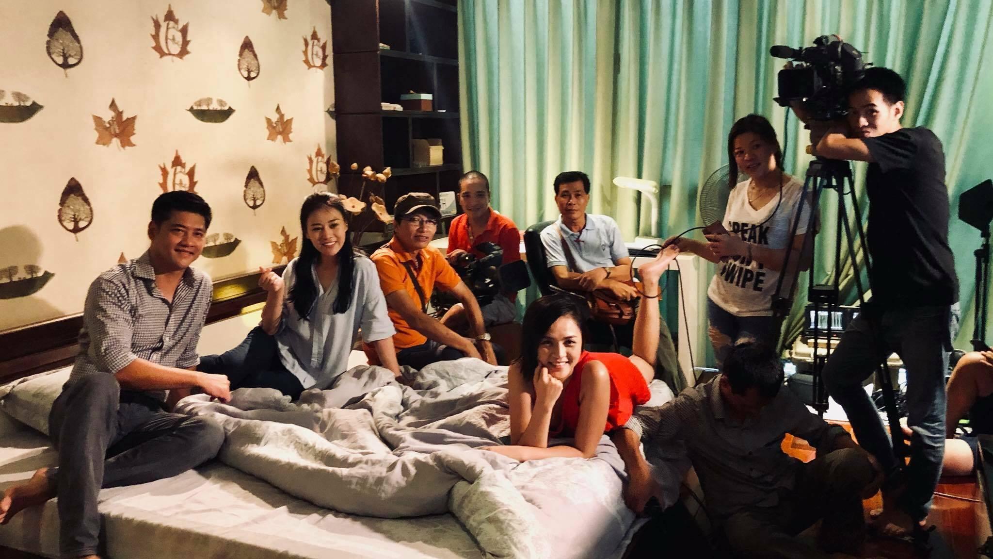 Đoàn phim 'Quỳnh Búp Bê' tiếp tục bấm máy sau tuyên bố dừng chiếu trên VTV