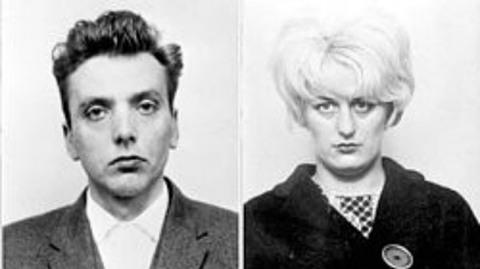 """cặp tình nhân """"sát thủ bãi hoang"""" Ian Brady và Myra Hindley"""