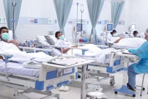 hình ảnh đội bóng nhí Thái Lan trong bệnh viện