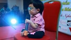 Cô bé 13 mang hình hài đứa trẻ lên 3 khiến người nghe nức nở khi hát về mẹ