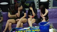 Đột kích quán bar ăn chơi ở Sài Gòn, giữ 39 người để điều tra
