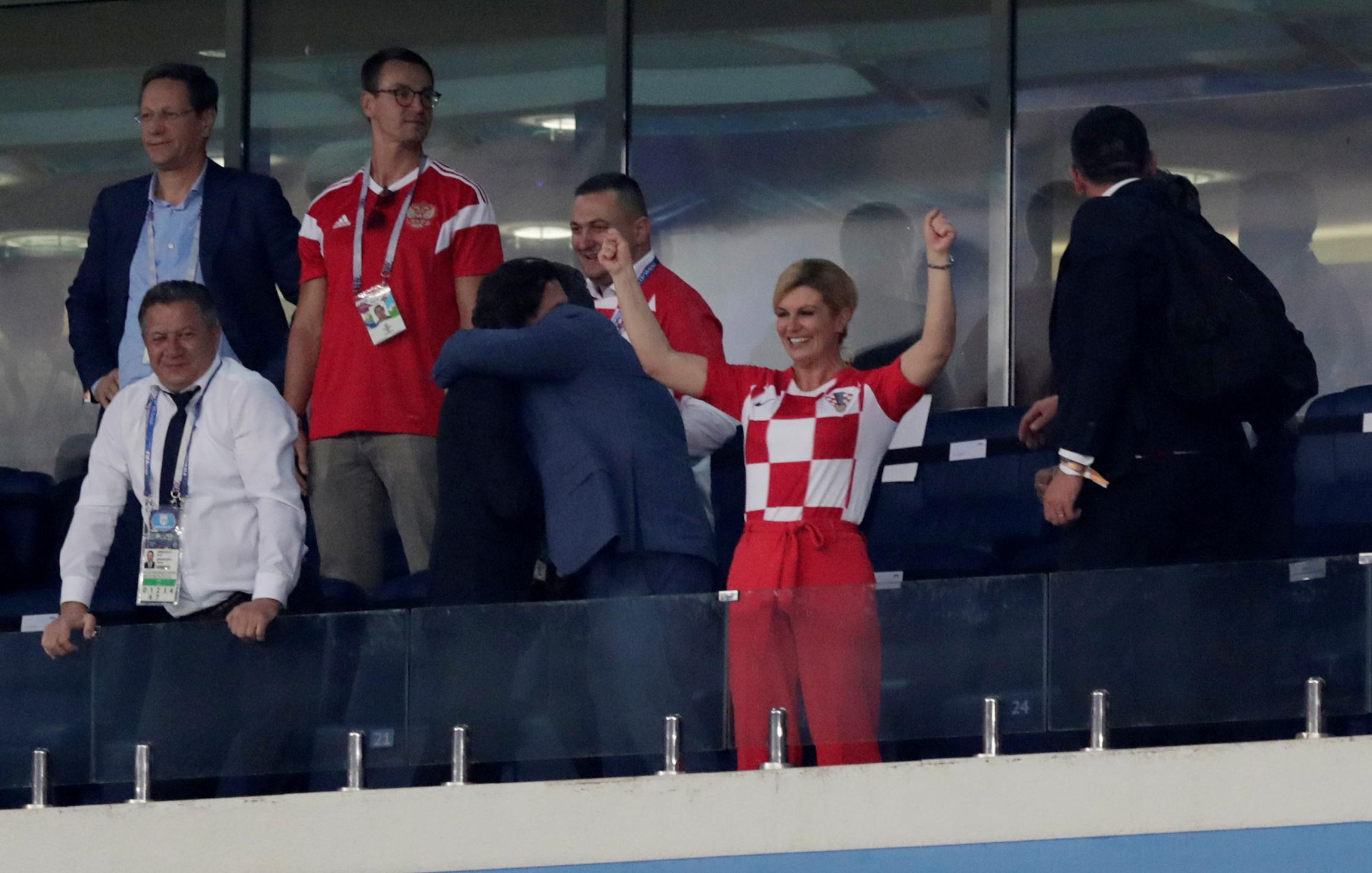 Thời trang nổi bật của Tổng thống Croatia mùa World Cup