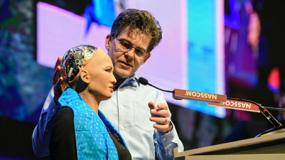 'Công dân robot' Sophia từng tuyên bố 'Tôi sẽ hủy diệt loài người'