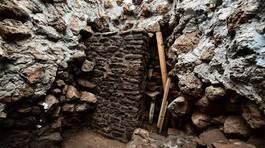 Sau động đất, phát lộ đền cổ hàng trăm năm tuổi