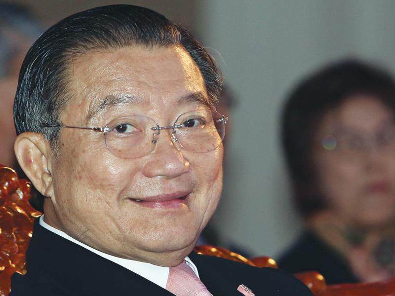 Đại gia Hong Kong nhòm ngó 'hoa hậu' Việt, tỷ phú Thái bám không buông