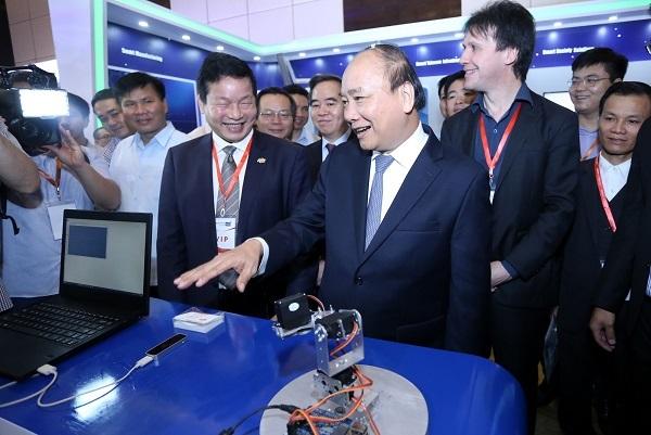 Thủ tướng: Khẩn trương, tốc độ cao... lên tàu cách mạng công nghiệp 4.0