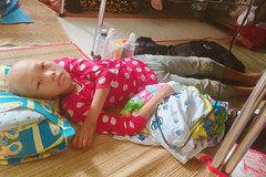 Mồ côi cha, bé gái ung thư kêu cứu