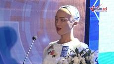 Robot Sophia nói gì về Cách mạng công nghiệp 4.0 ở Việt Nam?