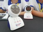 Robot chống cận thị mini, giúp trẻ ngồi đúng tư thế học bài