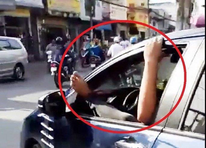 Cản trở xe ưu tiên: Hành vi vô cảm, đáng sợ của người Việt