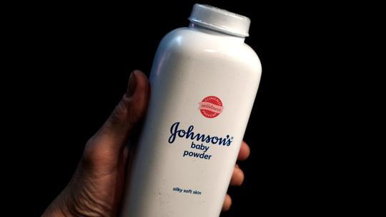 Johnson & Johnson phải bồi thường gần 4,7 tỷ USD vì phấn rôm gây ung thư