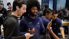 """""""Vũ khí"""" giúp Apple làm iPhone X giá rẻ"""