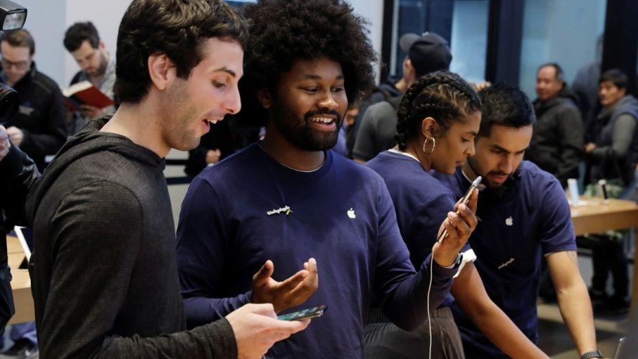 'Vũ khí' giúp Apple làm iPhone X giá rẻ