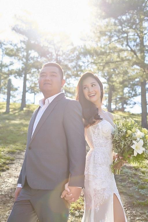 Hà Thúy Anh khoe ảnh cưới lãng mạn cùng chồng nhạc sĩ