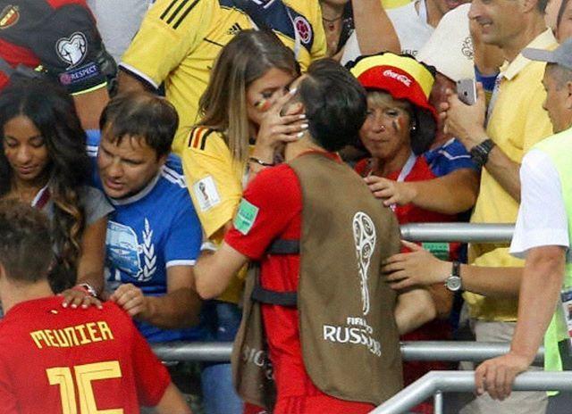 Vẻ đẹp bốc lửa của vợ các tuyển thủ Bỉ