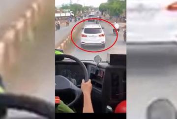 Kết đắng vụ tài xế lái ô tô 'giả điếc' ngáng đường cứu hỏa 4km
