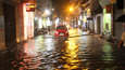 Hà Nội mưa sầm sập, từ sáng đến tối vẫn ngập lút bánh xe
