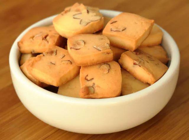 Tin quảng cáo 'ăn 1 miếng bánh quy giảm 10kg', cô gái trẻ hôn mê mãi không tỉnh