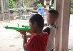 Vụ trao nhầm con ở Ba Vì: Phút nô đùa của 2 bé