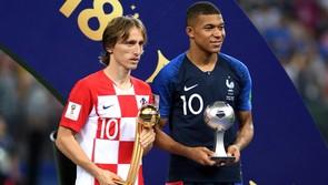 Modric qua mặt Hazard đoạt Quả bóng vàng World Cup 2018