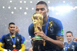 Lập siêu kỷ lục, Mbappe chiếm chỗ Messi và Ronaldo