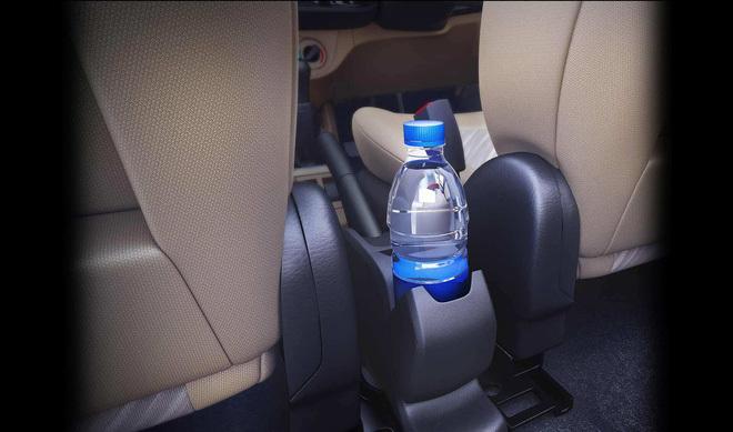 Uống nước trong chai nhựa để lâu trong ô tô ngày nóng, cần thận trọng vì lý do này