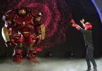Iron Man khổng lồ xuất hiện trên sân khấu ảo thuật