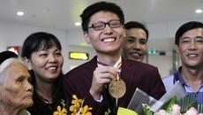 Rạng rỡ giây phút trở về của các chàng trai vàng Olympic Toán quốc tế