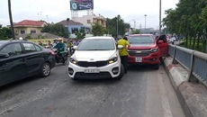 2 tài xế cãi nhau giữa cầu, cửa ngõ Sài Gòn tê liệt